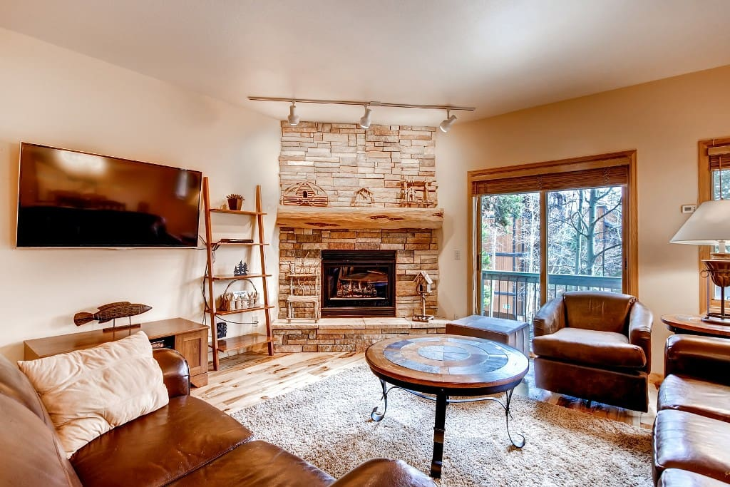 Throughout 1,057 of wonderful living space, 4 guests are invited to settle in for a quintessential Breckenridge getaway.