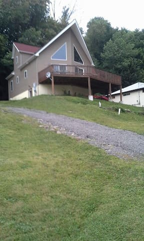 Beautiful Lake Side Chalet - Harveys Lake - Hus