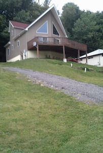 Beautiful Lake Side Chalet - Harveys Lake - House