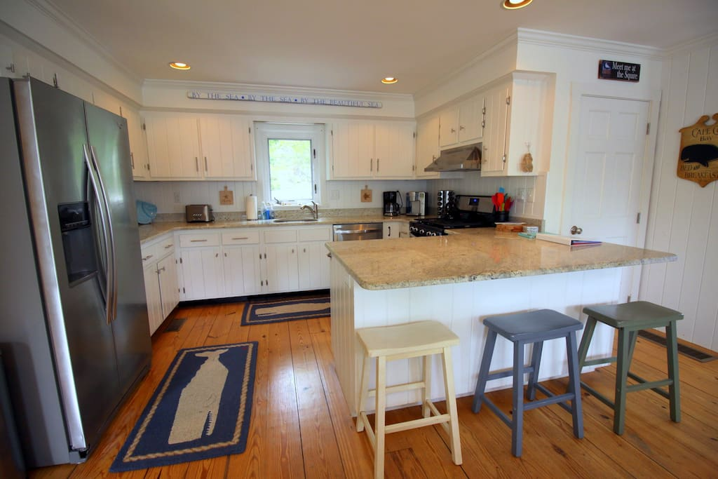 Stainless appliances & granite with spacious island (renovated Fall 2015)
