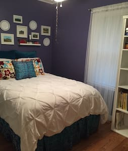 Quaint Room in Cute Neighborhood! - Des Moines - House
