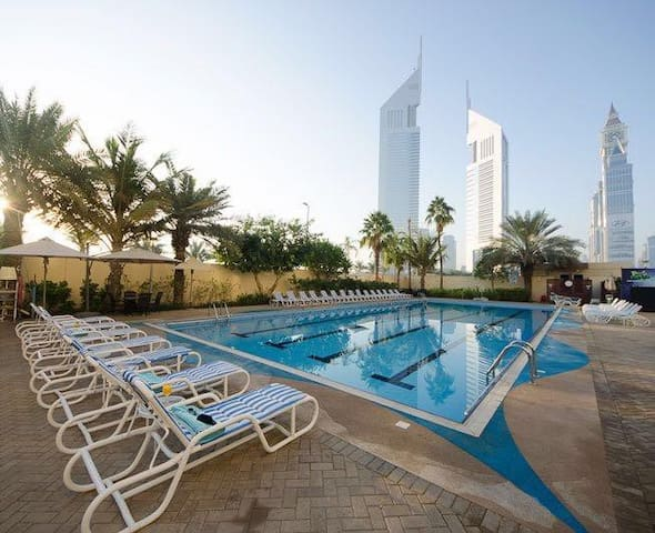 Outside metro-Hotel Apartment! Long term bookings! - Dubai - Apartamento