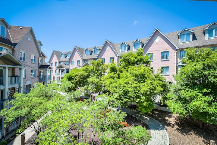 3+1 Bedroom Entire Townhouse in  Richmond Hill