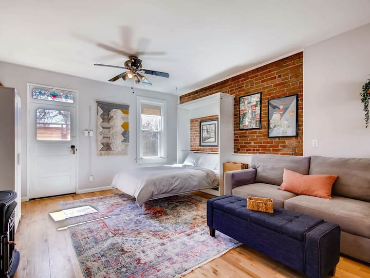 Remodeled Carriage House Studio- West Highlands - Walk to Restaurants/bars!