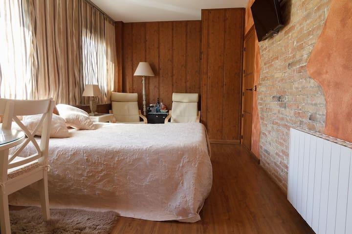 El Molí de Pontons Hotel Rural- SUITE MUSCAT CON JACUZZI-SPA