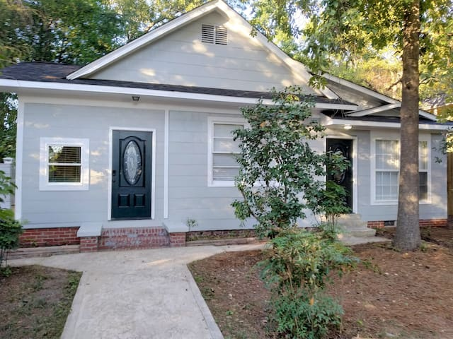 Renovated hideaway with outdoor room near USC!