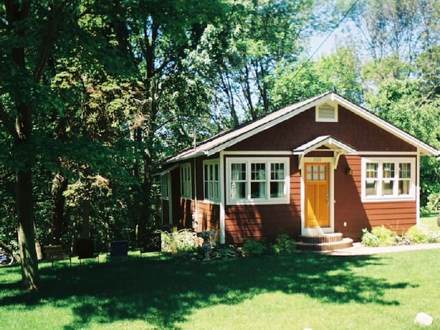 Maple Ridge Cottage - Saugatuck - Talo