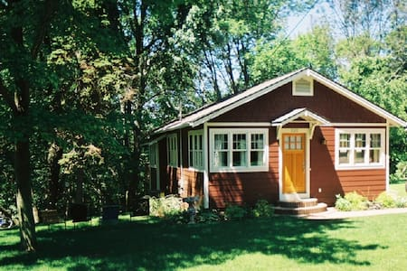 Maple Ridge Cottage - Saugatuck