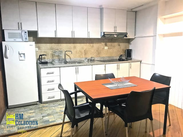 Downtown APT⭐Secure⭐Spotless⭐Free WiFi⭐Rooftop Tce