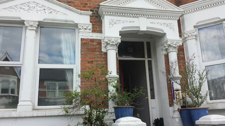 Very large ROOM+new private bathroom Crouch End
