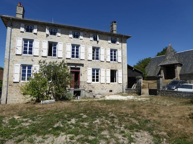 Mansion in the heartland of Cantal - Auvergne - Glénat