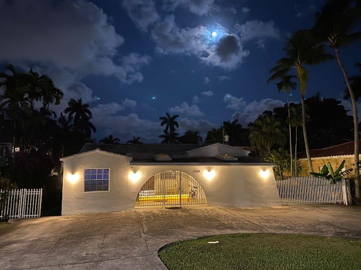 4Bd & 3Bth Special Prize Private Gated Villa Miami