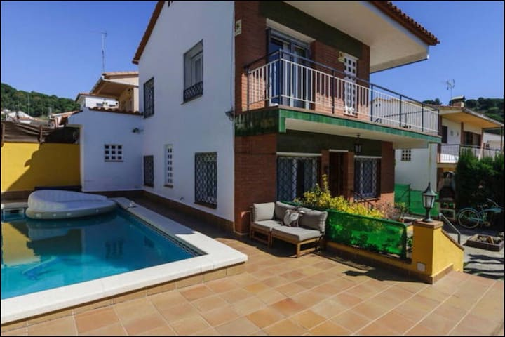 house with 2 cats and pool - Pineda de Mar - Hus