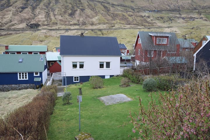 Cozy summer home in old Funningur, Faroe Islands