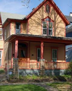 Historic Urban Victorian - Rochester - House