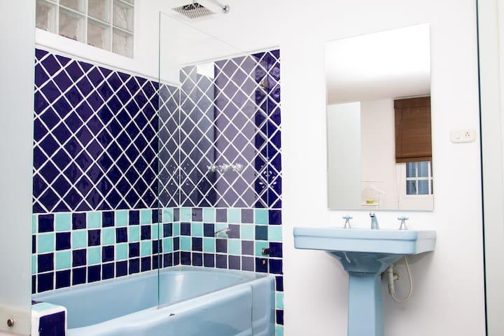 Double Deluxe in Tudor Style House - Bogotà - Casa