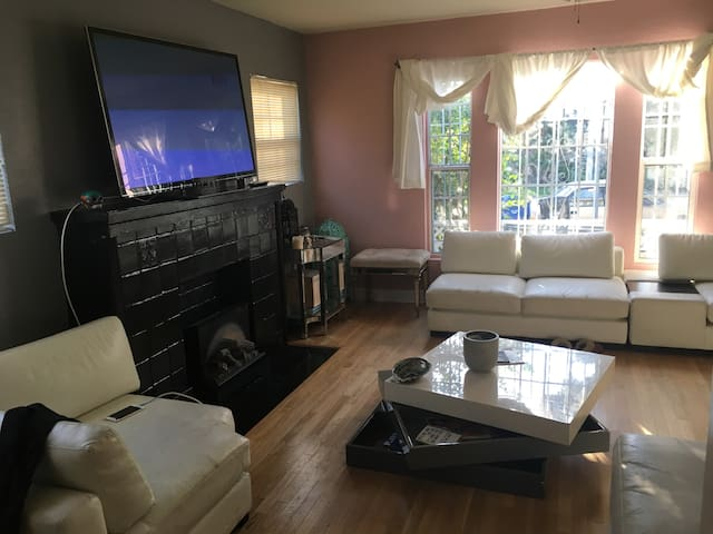 Perfect central Hollywood chic house