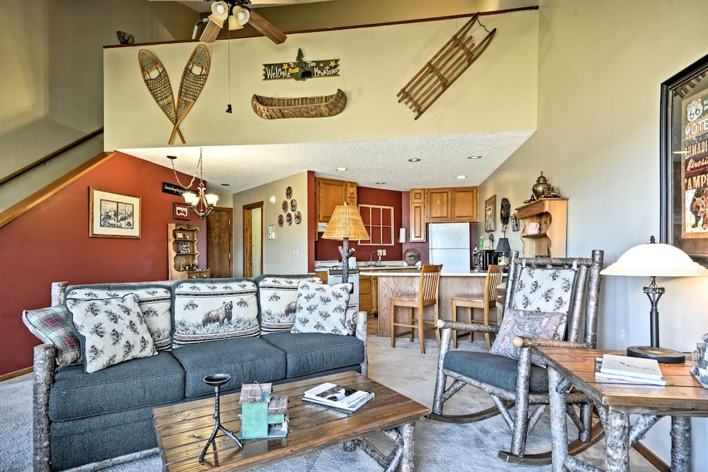 Enjoy 1,400 square feet of mountain decor, cozy furnishings & space for 8!