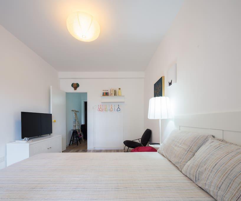 屋内所有家具床品及装饰都采购自宜家