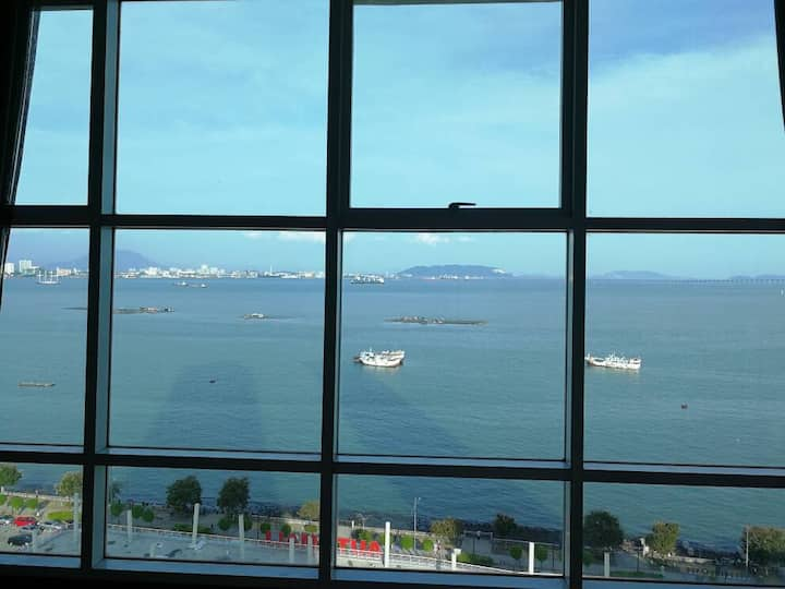 Maritime Luxury Suite with Amazing Seaview海景套房