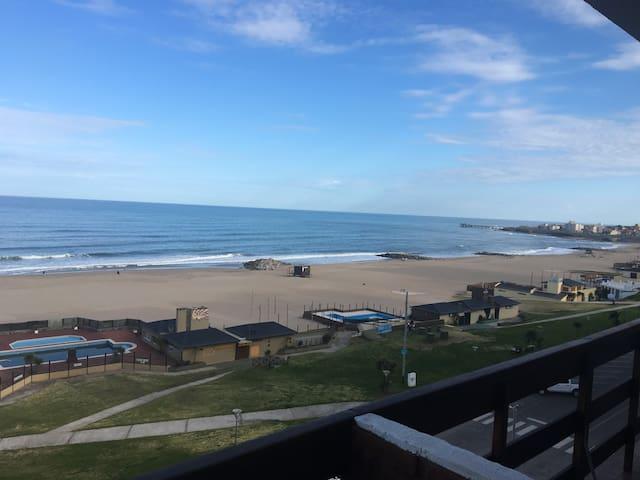 Disfruta el placer del mar Argentino en Miramar