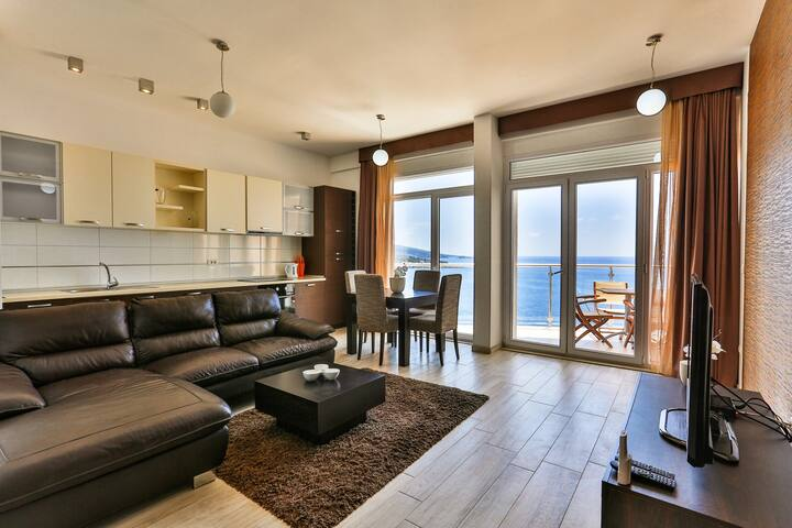 Luxury apartment with sea view SkyFort А206