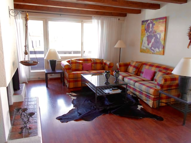 Flat w 2 beds, fireplace & balcony - Davos - Apartment