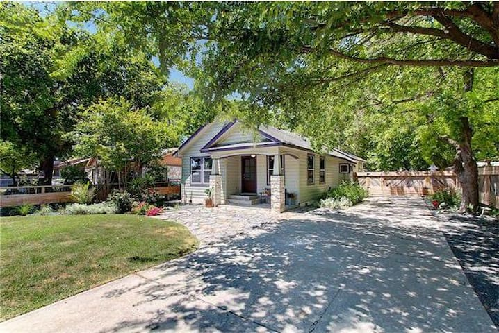 Bungalow close to great food and downtown