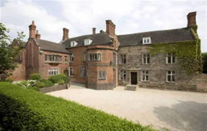 Historic Grand Home and Gardens in Derbyshire