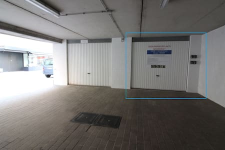 Closed garage Nieuwpoort (Bad) I 50 m from beach