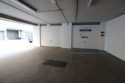 Closed garage Nieuwpoort (Bad) I 50 m from beach