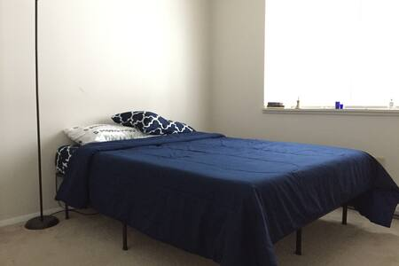 Cozy and comfortable room minutes from SU - Syracuse