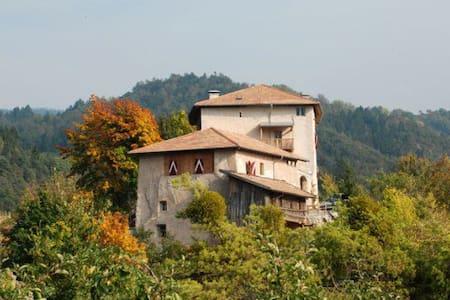 Castel Vasio 1
