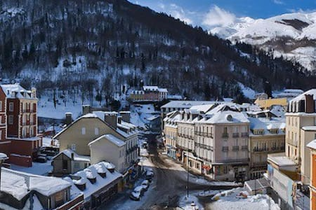 CAUTERETS centre vue imprenable village & montagne - Cauterets - Huoneisto