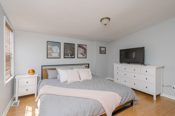 2 BR Private Sparkling, updated Church Hill Gem!