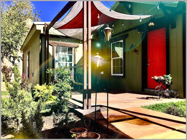 Modern Updated Guest House in Downtown Amarillo