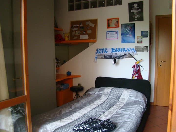 Camera da letto in appartamento a Faenza