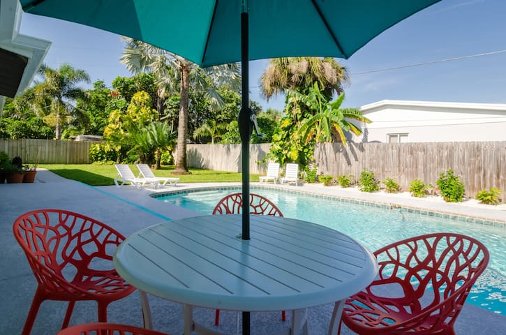 ☼Retro Chic Beach Side ☼Pool Home - 3BR