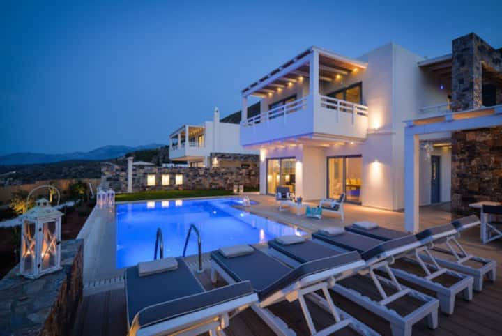 Villa Greece with private pool / Koutouloufari