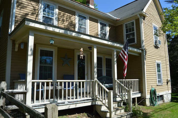 4 bedroom charming Colonial near dtwn Williamstown