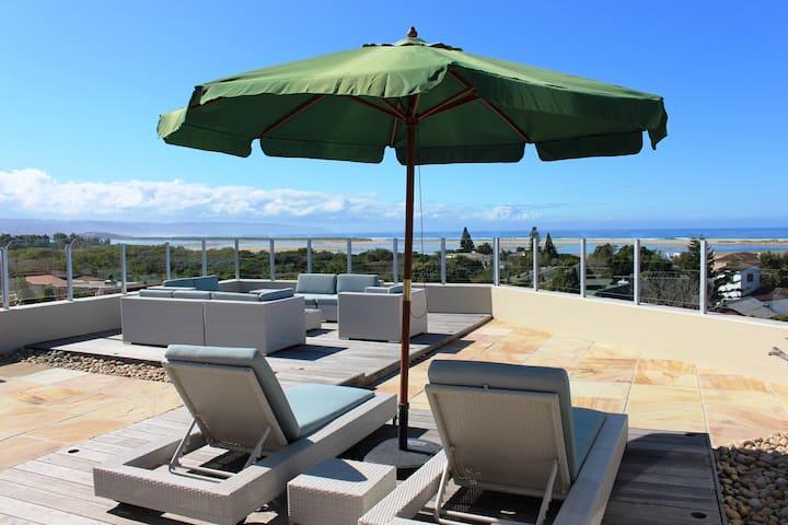 Lagoon Terrace - Penthouse & Sundeck on the roof!!