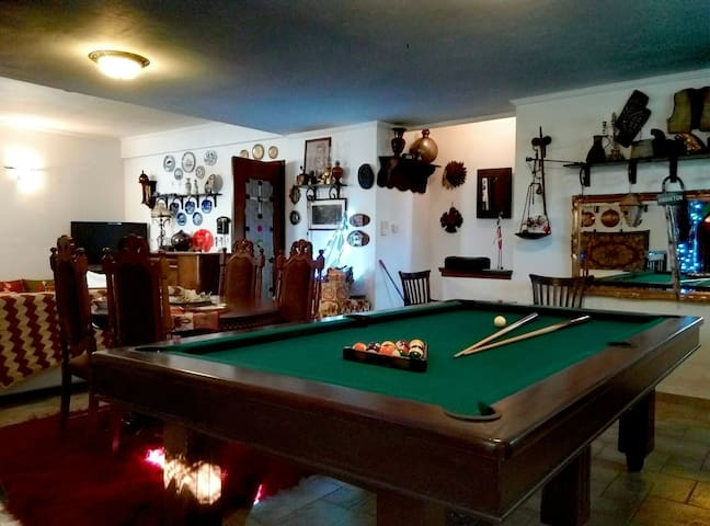 Greek traditional & spacious house with billiard!