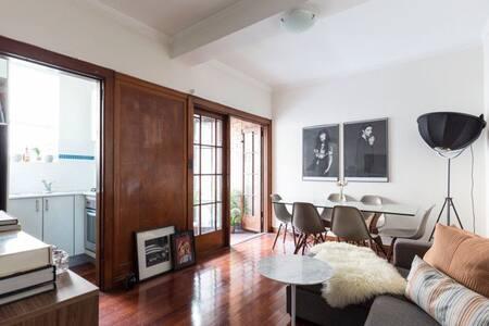 Stylish Art Deco Apartment Potts Point - Potts Point