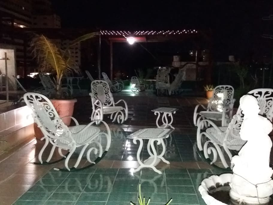 grand terrace at night/gran terraza en la noche