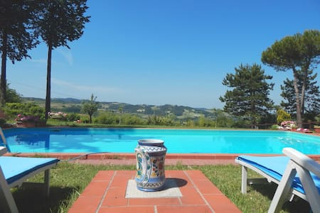 Piscina e vista panoramica in collina - Montemarzino