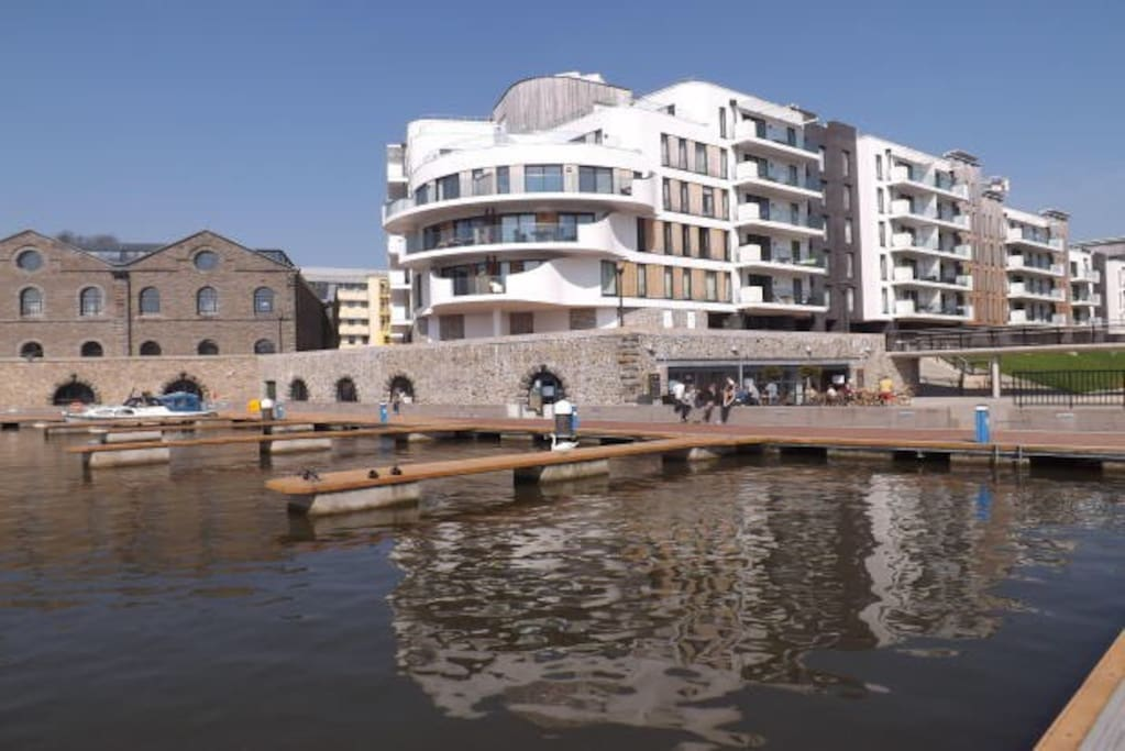Ground floor apartment with its own front door very close to the water front. Views of SS Great Britain opposite.