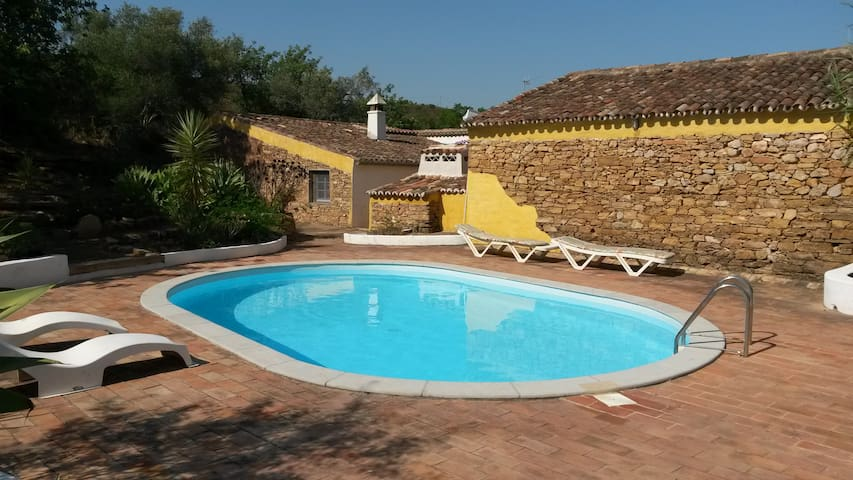 Traditional Portuguese farmhouse with private pool - Santa Catarina da Fonte do Bispo - Hus