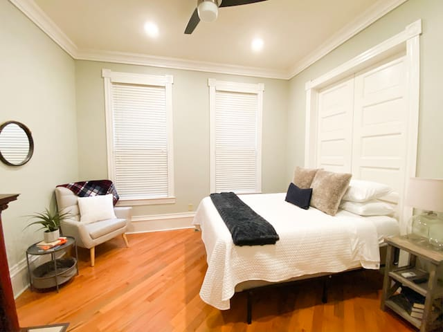 Cozy 2BR in the ❤️ of the Fan District!
