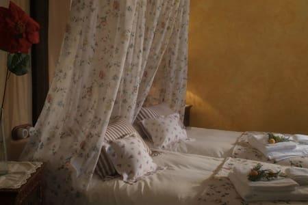 Confort en bonita casa con chimenea - Priego de Córdoba