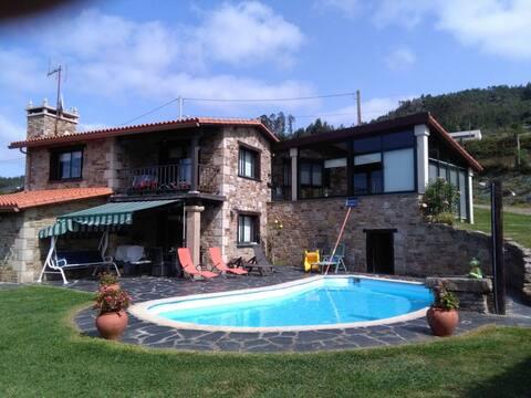 Playa-Pantín-Galicia-Apartam-piscina-jardín-privad